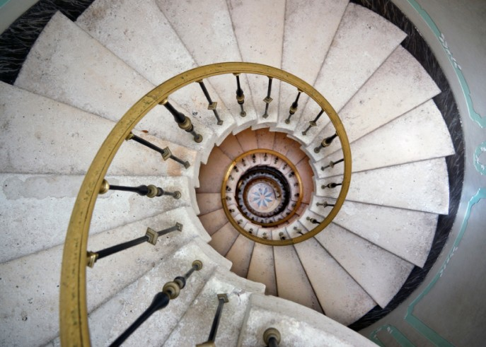 spiral-staircase-in-an-old-mansion1-687x491
