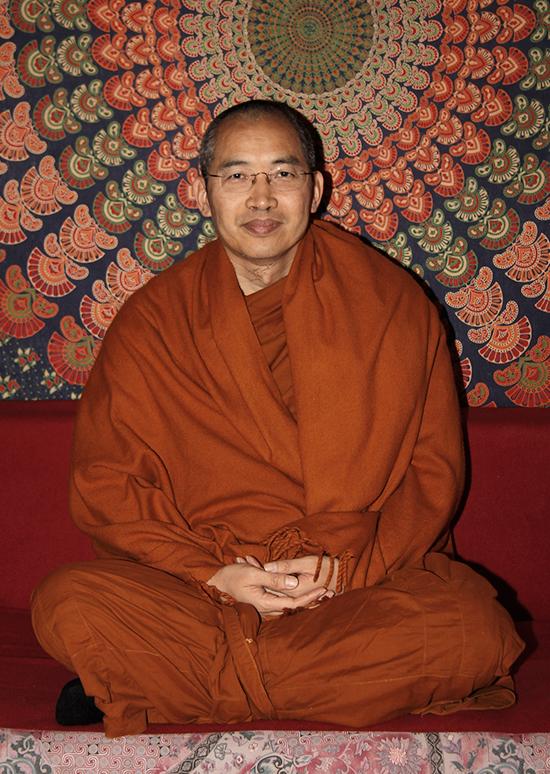 20151011interju-egy-buddhista-szerzetesselszerzetes-tiszteletremelto2